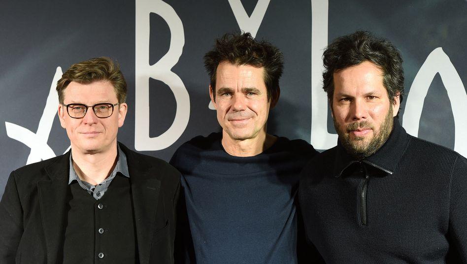 """Die """"Babylon Berlin""""-Regisseure Achim von Borries (links), Tom Tykwer (Mitte) und Hendrik Handloegten"""