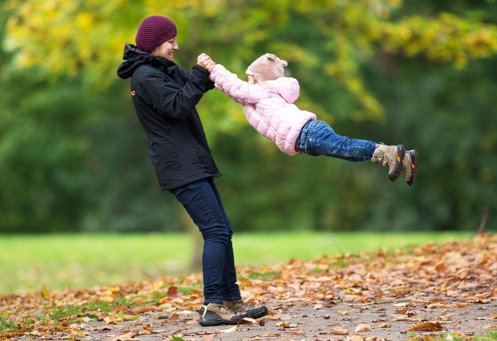 Mutter mit Kind / Teilzeit-Job / Elternzeit