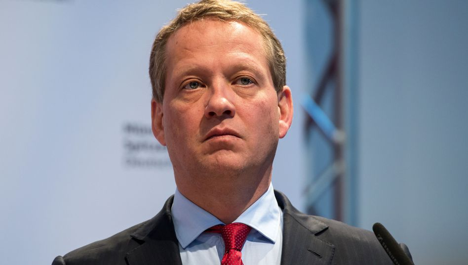 """DIHK-Präsident Eric Schweitzer: """"Im Reise- und Gastgewerbe melden sogar 40 Prozent der überwiegend mittelständisch geprägten Betriebe akute Pleitegefahr"""""""