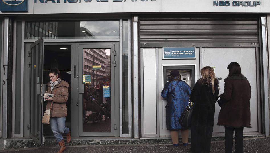 Bankautomat in Athen: Griechische Banken fürchten den Bank Run