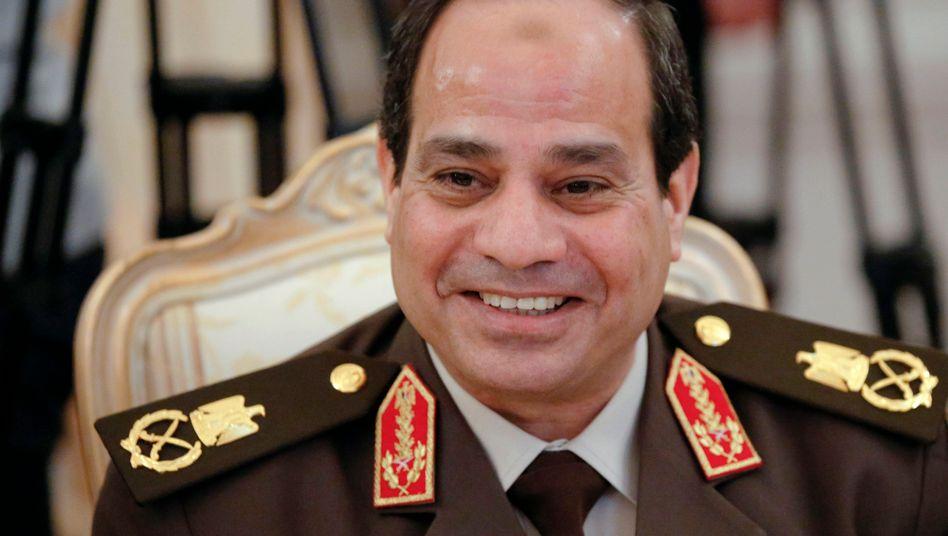 Feldmarschall Abdel-Fattah al-Sissi: Der Ex-Armeechef setzte 2013 Mohammed Mursi ab - und wurde nun selbst zum Präsidenten gewählt