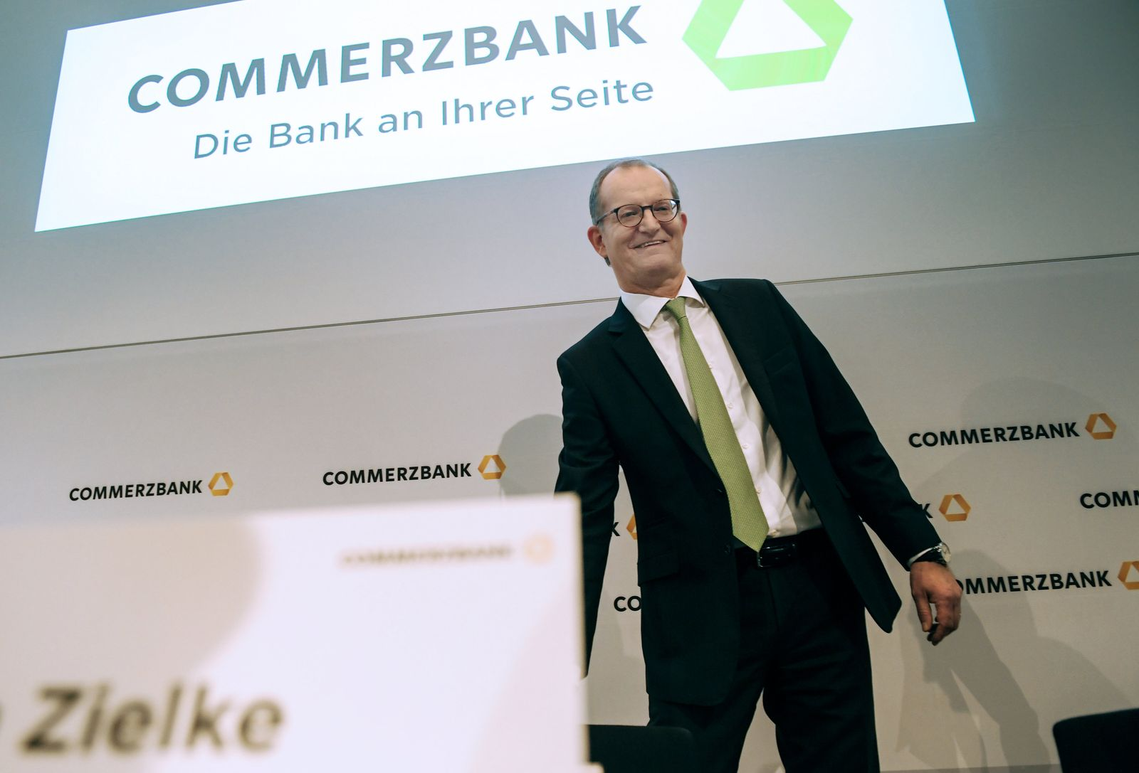 """Commerzbank / Slogan / """"Die Bank an Ihrer Seite"""""""