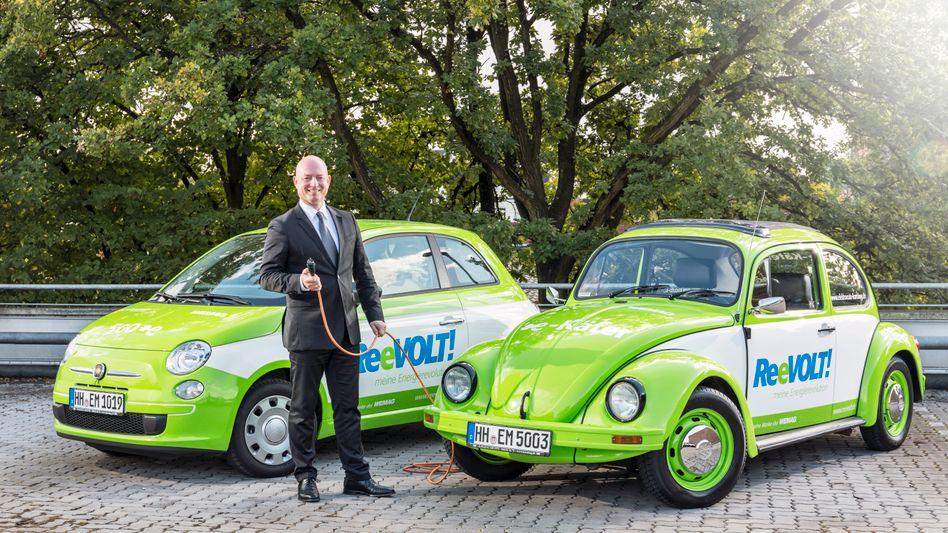 """Unternehmer Sirri Karabag mit einem E-Käfer: """"Unser Zusammenspiel aus Elektroauto und Solaranlage ist heute schon billiger als ein herkömmlicher Neuwagen samt Stromkauf beim Versorger"""""""
