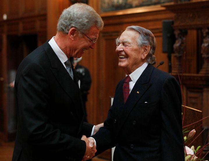 Gerhard Cromme (72) im Gespräch mit Ruhr-Baron Berthold Beitz, damals 98 Jahre alt