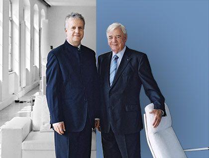 """Parallele Welt: Rolf Benz (rechts), legendärer Möbelhersteller, kaufte vor 13 Jahren die international renommierte Designmarke Walter Knoll, die sein Sohn Markus, gelernter Jurist und Vater von zwei Kindern, heute zu neuen Höhen führt. Er sagt: """"Wir haben parallel gearbeitet, jeder hatte seine Aufgabe. Das Entscheidende für jede nachwachsende Generation ist, dass man zunächst zuhört, was die Vorgänger zu sagen haben. Und dann muss man seine eigene Entscheidung fällen."""""""