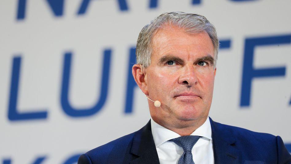 Lufthansa-Chef Carsten Spohr will betriebsbedingte Kündigungen vermeiden. Doch klar ist, dass die Lufthansa wegen des Geschäftsrückgangs im Zuge der Coronavirus-Pandemie sich verkleinern wird.