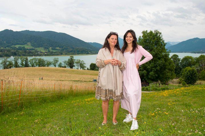 """""""Münchner Geschichten"""": Tamara Dietl führt Tochter Serafina beim After Polo am Tegernsee in die Gesellschaft ein"""