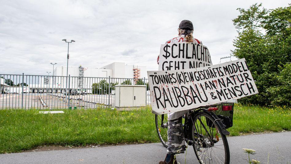 Schon lange umstritten, seit der Corona-Krise Hassobjekt: Tönnies-Firmenkomplex im nordrhein-westfälischen Rheda-Wiedenbrück