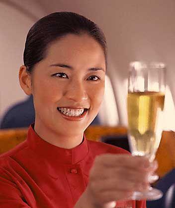 Stewardess der Cathay Pacific: Das freundliche Personal brachte den Sieg