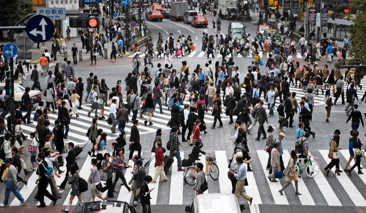 Verkehrskreuzung in Tokio: Bürger geben dem Staat günstige Kredite