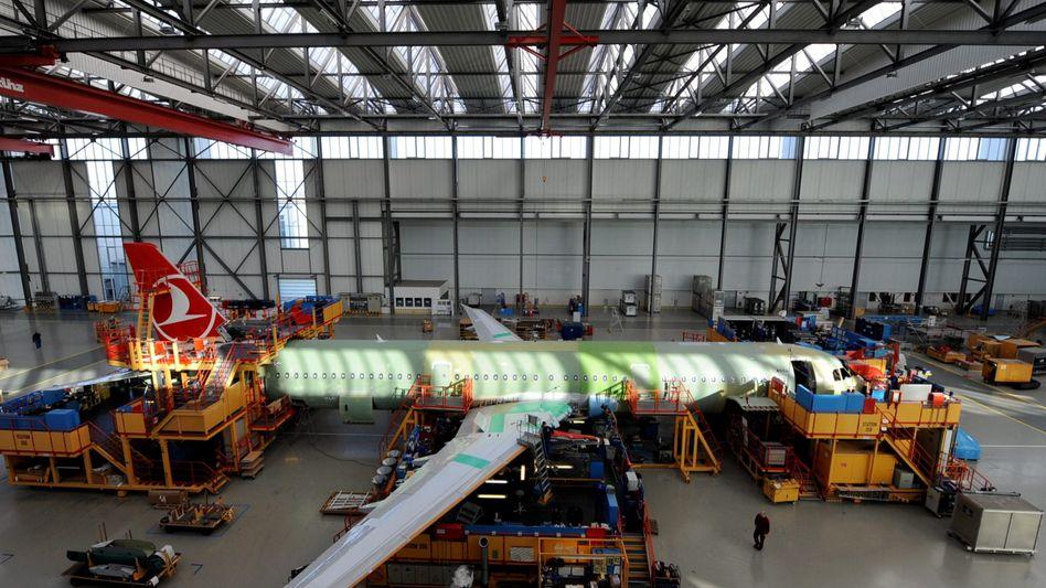 Airbus-Werk in Hamburg: Seit eineinhalb Jahren verhandelt die IG Metall mit Airbus über einen neuen Tarifvertrag