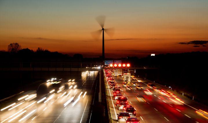 Rush Hour auf der Autobahn: Die deutschen Autofahrer tragen bisher noch kaum zum Klimaschutz bei