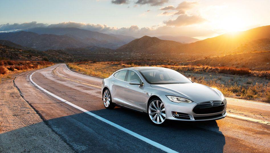"""Probleme am Model S: Das US-Testmagazin """"Consumer Reports"""" hat seine Empfehlung zurückgezogen. Tesla-Fahrer bewerten den Kundenservice jedoch weiterhin als hervorragend"""