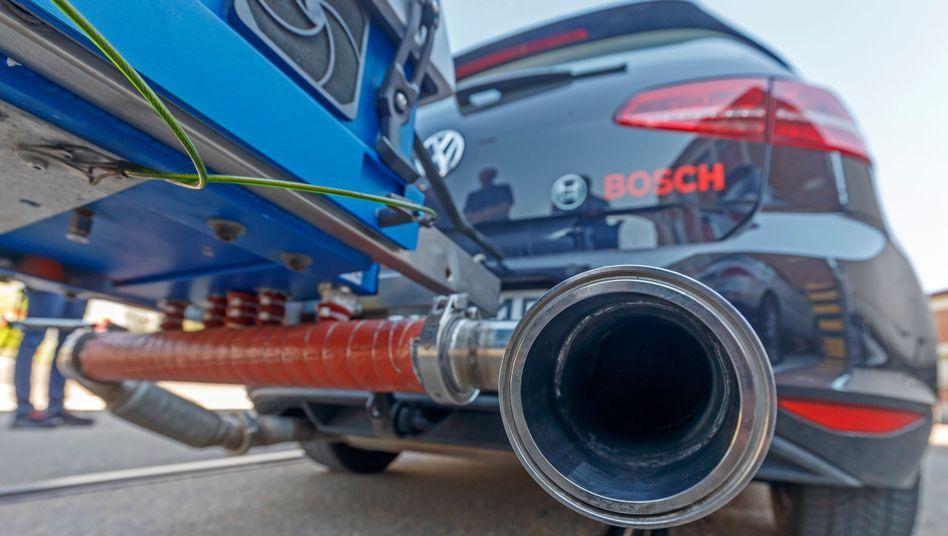 Abgasmessung bei Diesel-Auto