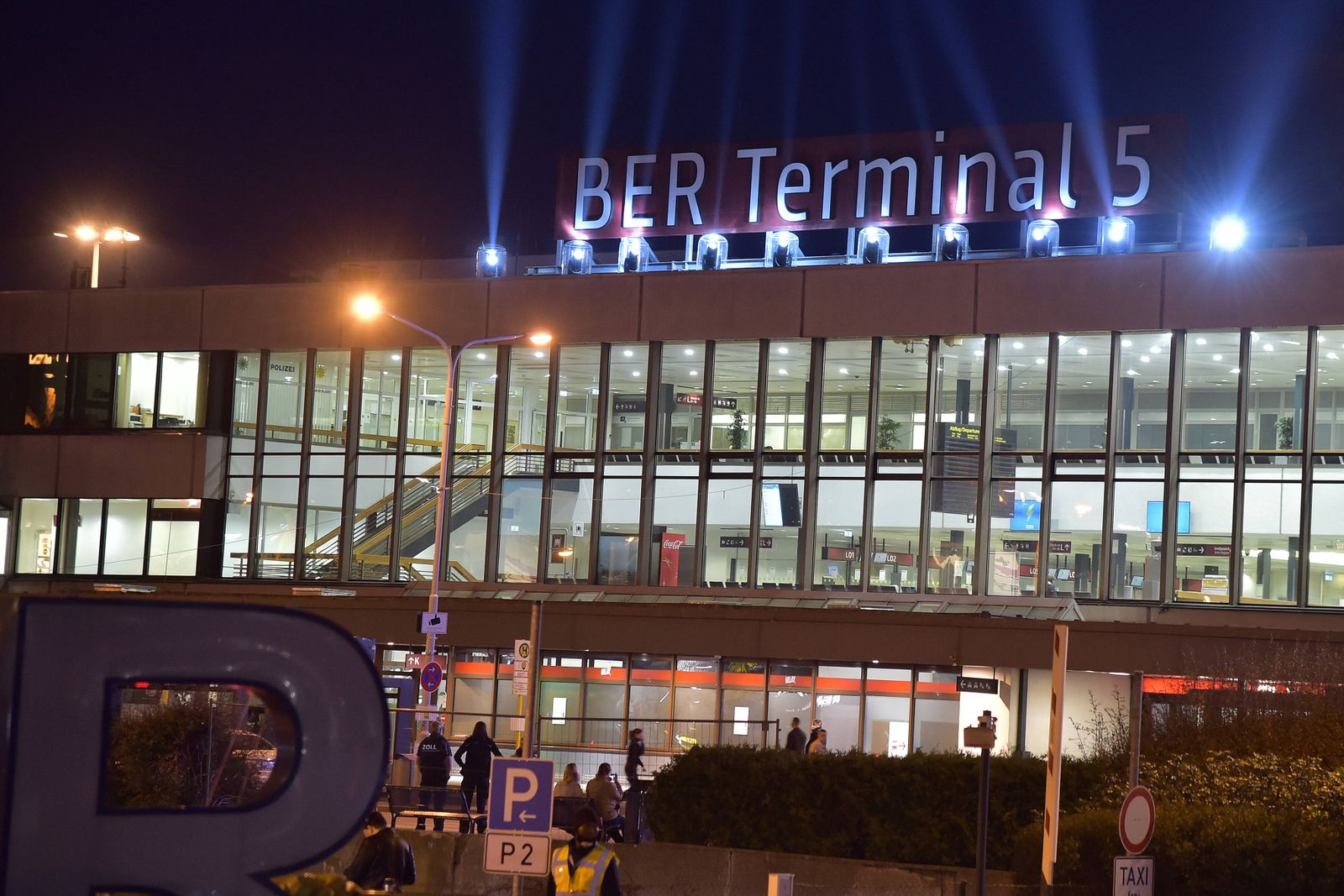 Aus SXF wird BER Lichtspiele zur feierlichen Eröffnung zur Umbenennung des Terminals Begrüssung und Übergabe der bisher
