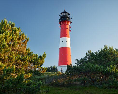 Der Hörnumer Leuchtturm ist traditionell rot-weiß angestrichen – Besichtigungen sind möglich