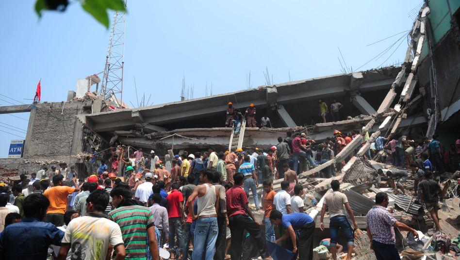 """Eingestürzte Textilfabrik in Bangladesh: """"Geld für den Hilfsfonds der Opfer genügt nicht"""""""