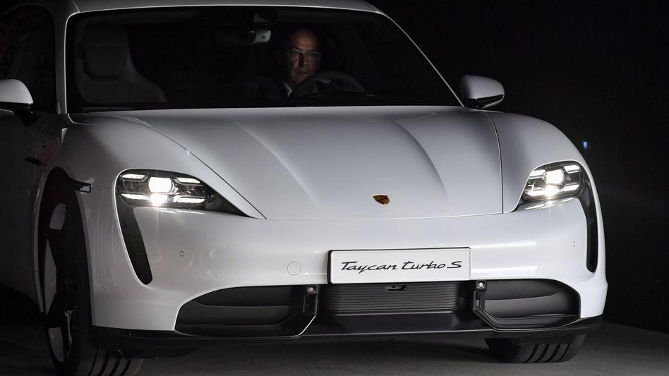 Porsche Taycan: Der batterieelektrische Sportwagen verkauft sich fast so gut wie der Verbrenner 911