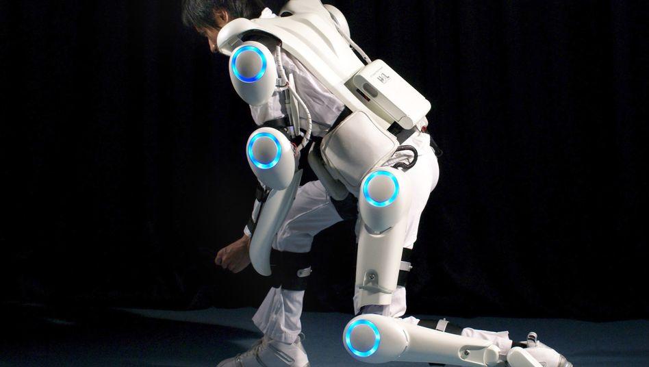 "Körperkraft vom Roboter: Prototyp des Exoskeletts ""Hal"" der Firma Cyberdyne"