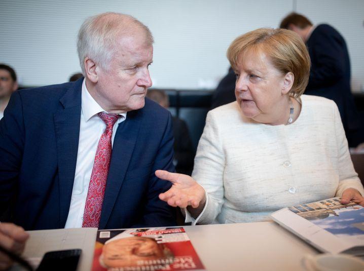 """Seehofer/Merkel: """"Ich lasse mich nicht von einer Kanzlerin entlassen, die nur wegen mir Kanzlerin ist"""""""