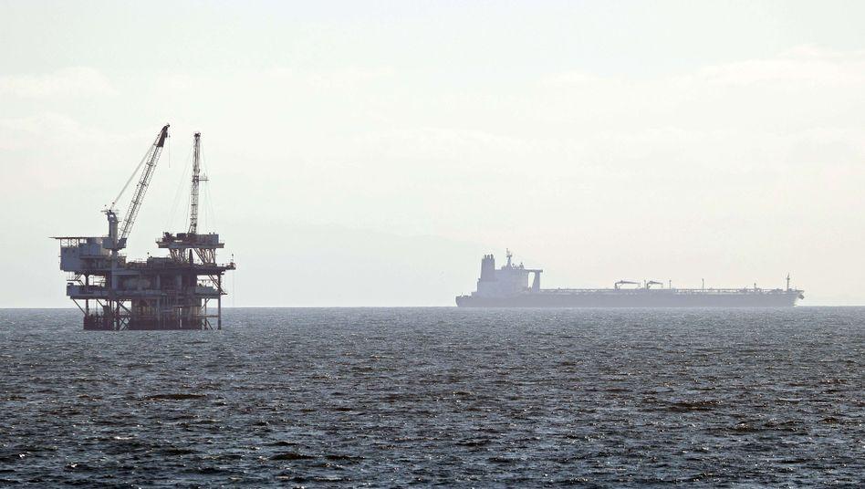 Ölförderung vor der Küste der USA: Der niedrige Ölpreis sorgt für geringe Inflationsraten.