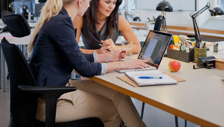 Arbeit im Büro: Das Intranet gewinnt mit der Digitalisierung der Arbeitswelt immer stärker an Bedeutung - nicht nur als Dokumentenspeicher