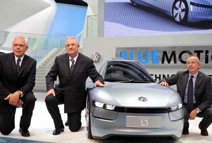 Ein-Liter-Auto VW L1: Vorstandschef Martin Winterkorn fällt auf die Knie