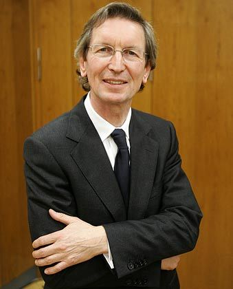 """Kritik an der Gewerkschaft: Der britische Medienmanager David Montgomery hat die """"Berliner Zeitung"""" an Neven DuMont verkauft, will aber einen Weg zurück auf den deutschen Markt finden"""