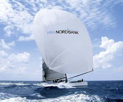 Interesse am Schiffsspezialisten: Segelboot mit Logo derHSH Nordbank