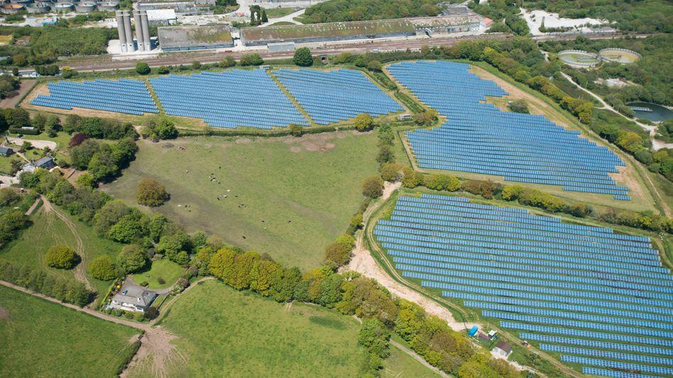 Solarpark in Cornwall: Die Fotovoltaik boomt in Großbritannien - anders als in Deutschland