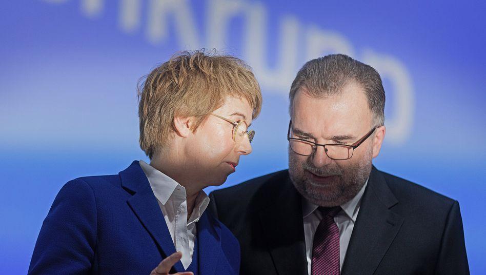 Siegfried Russwurm, Vorsitzender des Aufsichtsrats bei Thyssenkrupp, im Gespräch mit Vorstandschefin Martina Merz