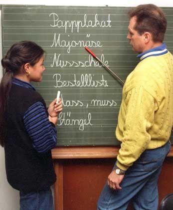 """Lehrer mit Schülerin: """"Optimale Einstellungschancen"""""""