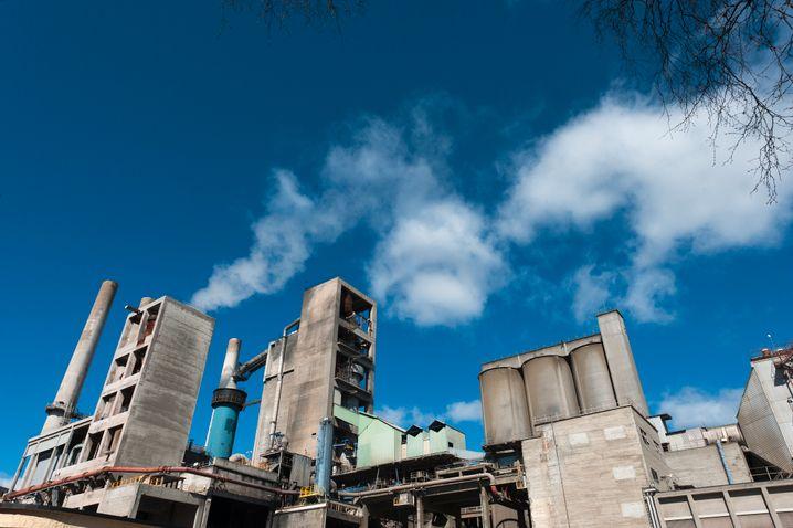 Dreckschleuder: Investoren hegen Zweifel, ob Heidelbergcement seinen gewaltigen CO2-Ausstoß schnell genug senken kann