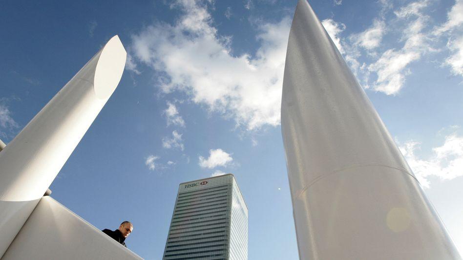Zentrale der Großbank HSBC bank in der Canary Wharf in London: Umzug nach Hong Kong - falls die britische Regierung nicht die Steuern senkt
