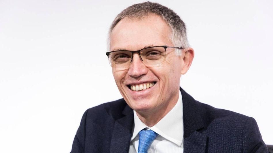 Zuchtmeister:PSA-ChefCarlos Tavaresbereitet die Fusion mit Fiat Chrysler vor, Opel schrumpft unterdessen weiter