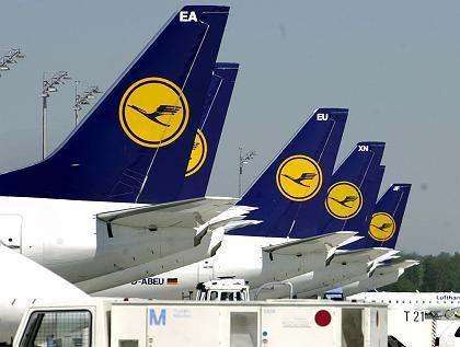 Parkende Lufthansa-Flieger: Das Bild könnte den Sommer bestimmen