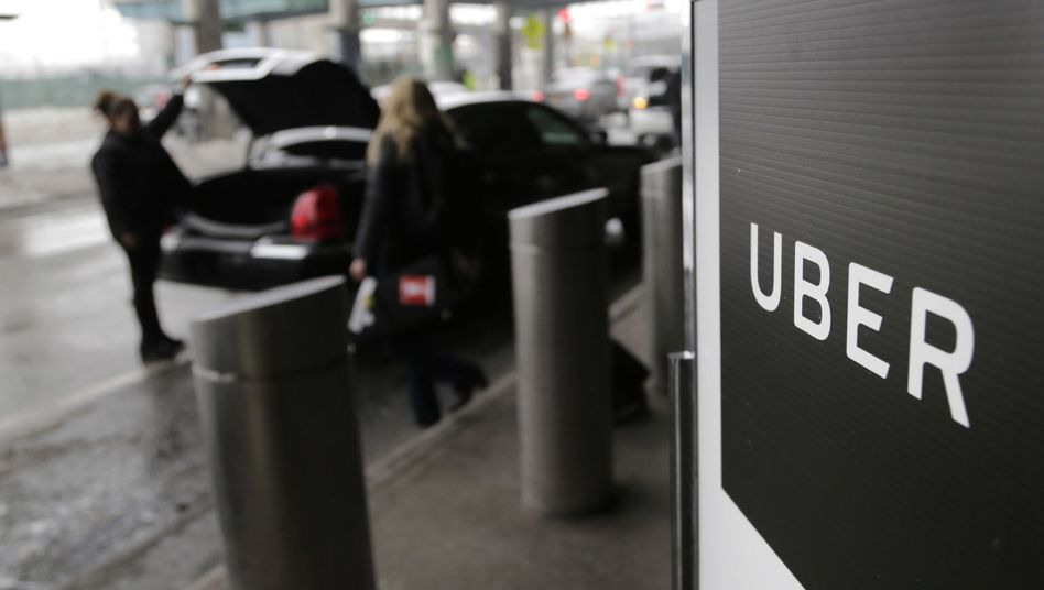 Uber-Logo am LaGuardia-Flughafen in New York: Die Bewertung des Unternehmens beim Börsengang wird auf bis zu 90 Milliarden Dollar geschätzt