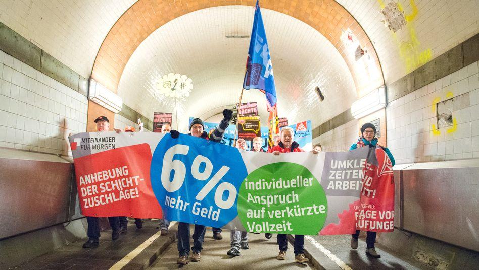 Metallarbeiter demonstrieren in Hamburg