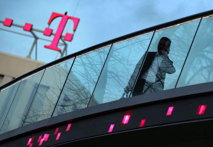 Vorreiter: Die Telekom-Branche hat mit Twitter-Accounts wie @telekom_hilft vorgemacht, wie Kunden über soziale Netzwerke betreut werden können