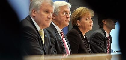 Immer öfter die Finger im Spiel: (von links nach rechts) CSU-Chef Horst Seehofer, Vizekanzler Frank-Walter Steinmeier (SPD), Bundeskanzlerin Angela Merkel (CDU)