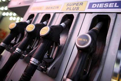Wer die Wahl (nicht) hat: Dieselfahrer sind über hohe Treibstoffkosten besonders verärgert. Mit ihren teureren Autos sparen sie nicht so viel wie erhofft.