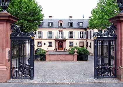 Gepflegte Wirkungsstätte:SAP-Mitgründer Tschira geht täglich in sein Büro in der Heidelberger Villa Bosch und entscheidet dort über Projekte und Förderanträge