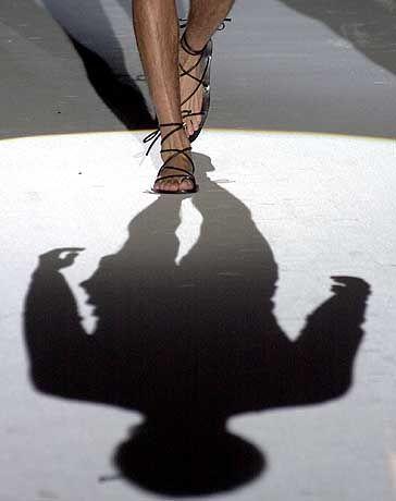 Im Schatten des Models: Legionärs-Sandale