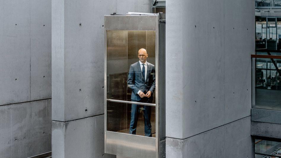 Abwärts: Hugo-Boss-Chef Mark Langer ist es nicht gelungen, Deutschlands größten Modekonzern aus der Krise zu führen.