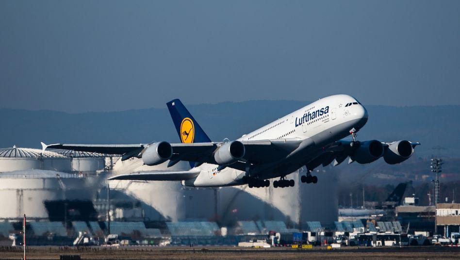 Airbus A380 der Lufthansa: Die Airline steht wegen der Corona-Krise mit dem Rücken zur Wand.