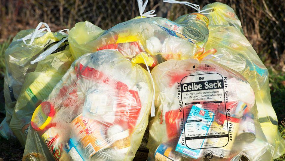 Gelber Sack: Die Recyclingquoten bei Glas und Papier sind hoch in Deutschland. Doch nicht einmal die Hälfte der entsorgten Kunststoffe in Deutschland wird wiederverwertet.