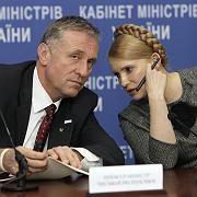 Unterschrift am Sonntagmorgen: EU-Ratspräsident Topolanek und die ukrainische Regierungschefin Timoschenko