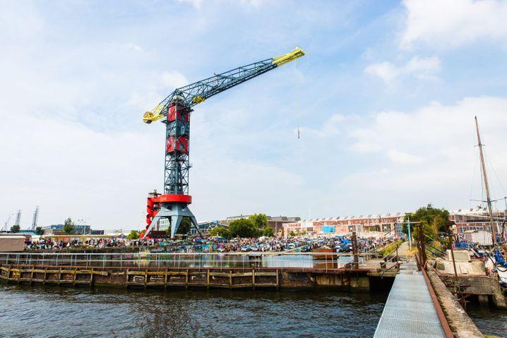 """Wohnen auf einem Kran: Das """"Crane Faralda Hotel"""" verfügt auf 35 bis 45 Metern Höhe über drei Themen-Suiten."""