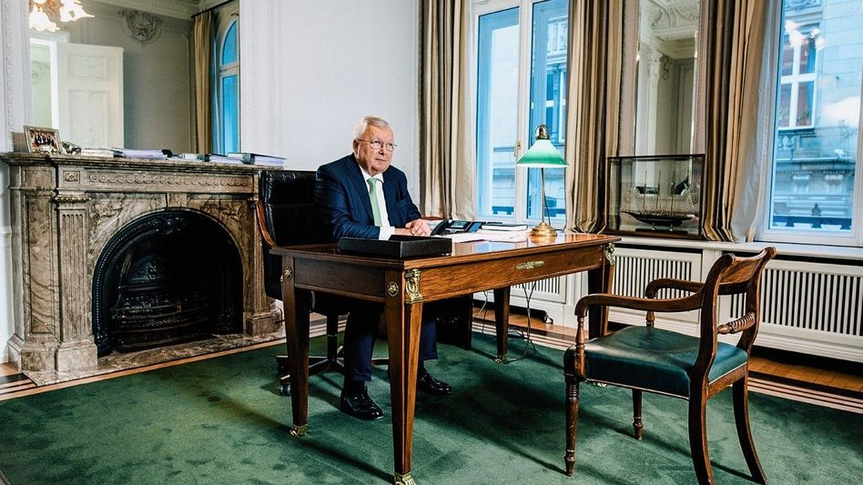 Einsam: Christian Oleariusin seinem Amtszimmer