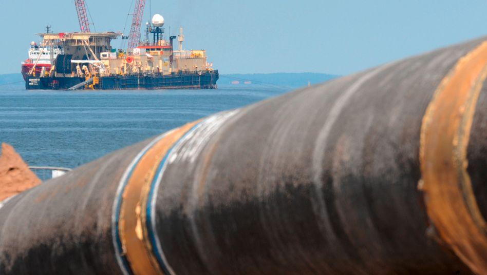 """Arbeit am Pipeline-Projekt """"Northstream"""": Die Ostseepipeline soll russisches Erdgas von Russland nach Greifswald leiten - doch gleichzeitig setzen viele Energiekonzerne auf unkonventionelle Gasvorkommen, zum Beispiel die Gasgewinnung aus Schieferstein. Und davon gibt es in Deutschland reichlich"""